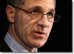 Louis Freeh delivers his report to Penn State University